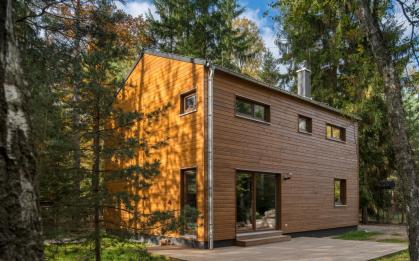 Nové fotky realizace domu Kubis 632 s dřevěným obkladem